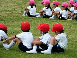 250px-Children_at_sporting_event_in_Scool_in_Japan.jpg